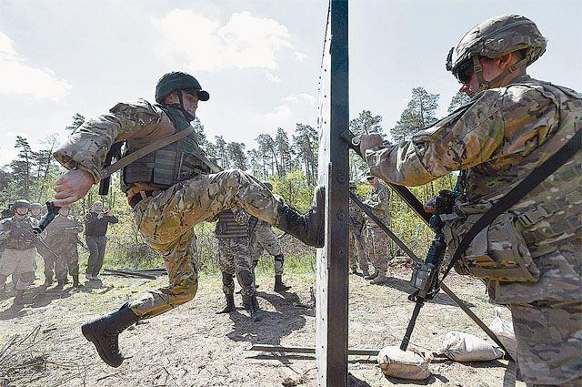 Под разговоры о мире американские инструкторы готовят украинских солдат к войне.