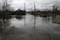 Паводок затопил жилые дома.