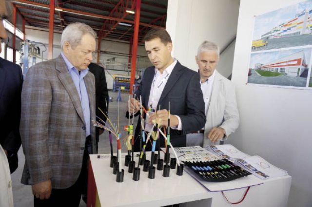 500 км оптического кабеля, встроенного в грозозащитный трос, выпускают на заводе