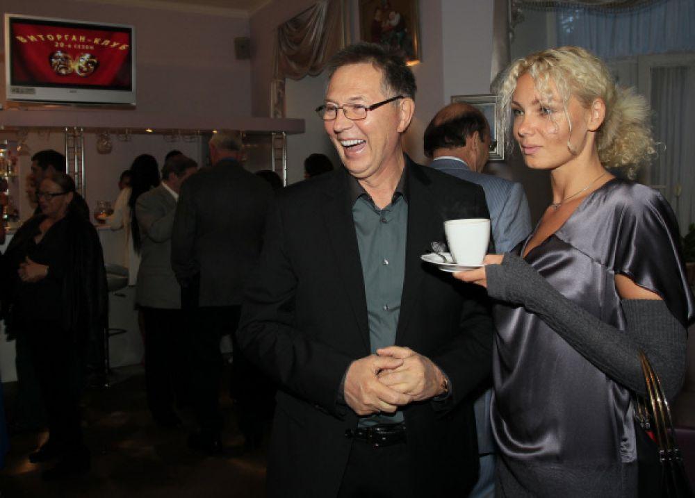 Евгений Меньшов стал художественным руководителем кинокомпании «Изариус-фильм», которую возглавлял Алиджаном Ибрагимовым.