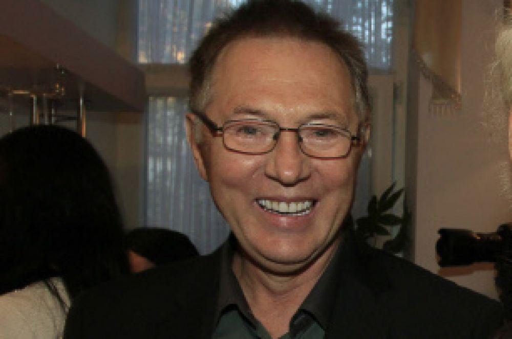 Евгений Меньшов родился в городе Горький 19 февраля 1947 года.