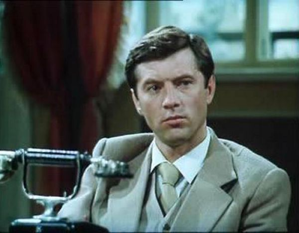В 1982 году актер сыграл в фильме «Государственная граница. Фильм 3-й: Восточный рубеж», а через год – в двухсерийном художественном фильме «Комбаты».