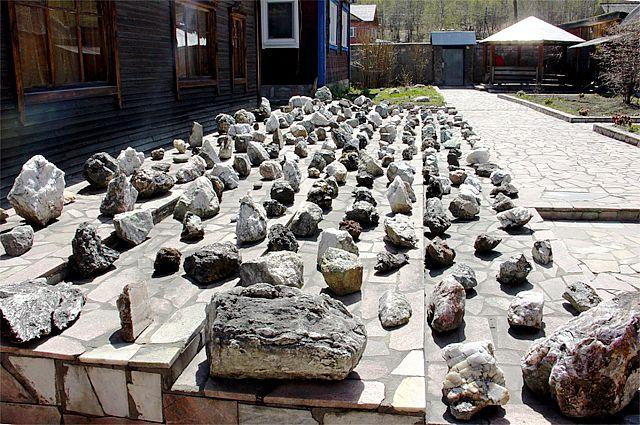 Сад камней во дворе музея-усадьбы.
