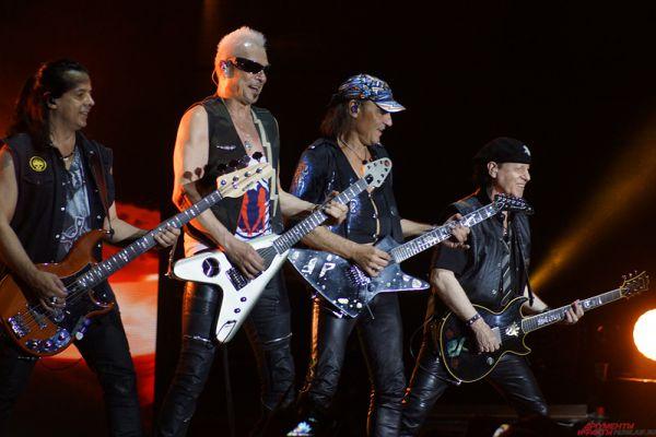 Scorpions является одной из самых известных групп на мировой рок-сцене, им удалось продать более 100 миллионов копий альбомов.