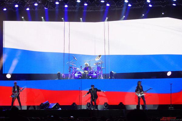 Коллектив исполнил 21 песню - как старые золотые хиты, так и абсолютно свежие композиции.
