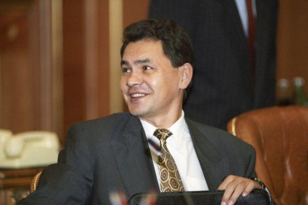 В 1993-м Шойгу получил звание генерал-майор без соблюдения очередности присвоения воинских званий – прежде Сергей Кужугетович носил звание старшего лейтенанта запаса.