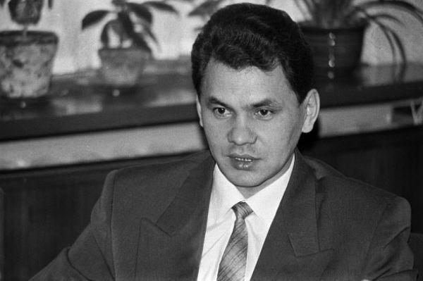 Сергей Шойгу родился в небольшом городе Чадан Тувинской АО. В 22 года он окончил Красноярский политехнический институт, после чего вплоть до 1988 года работал в различных трестах.