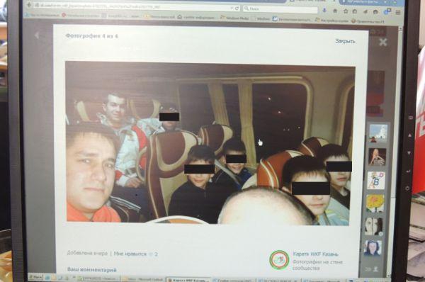 Дети до отъезда в том самом автобусе.