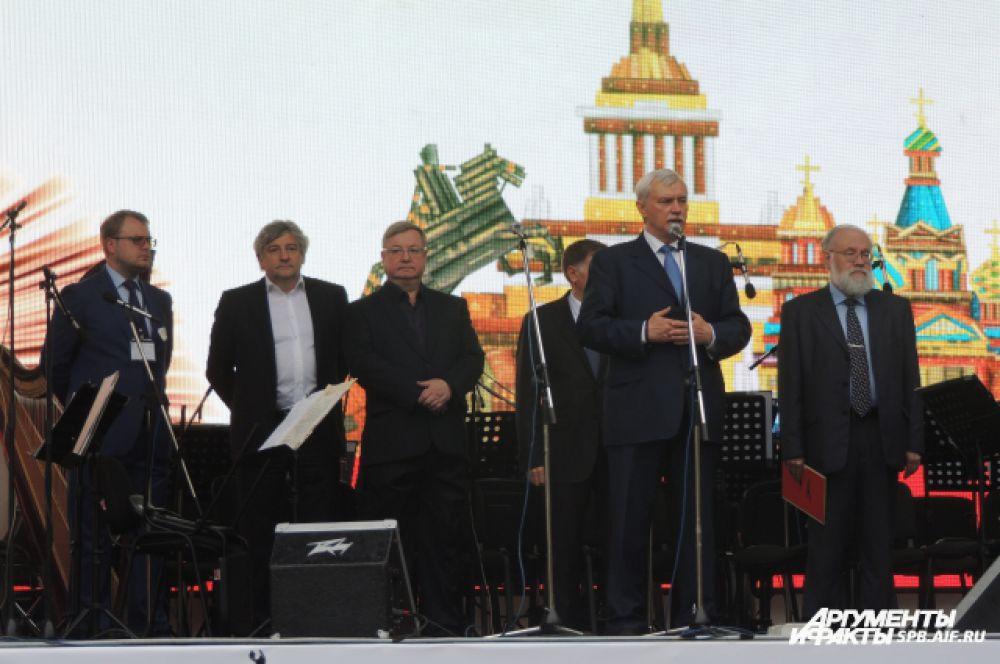 На церемония открытия выступили первые лица города.
