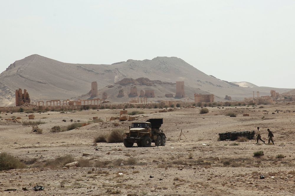 Боевики ИГ захватили «жемчужину Сирийской пустыни». Древний город Пальмира находится в серьезной опасности. Экстремисты могут взять под контроль местные нефтепромыслы и разрушить уникальные объекты Всемирного наследия ЮНЕСКО.
