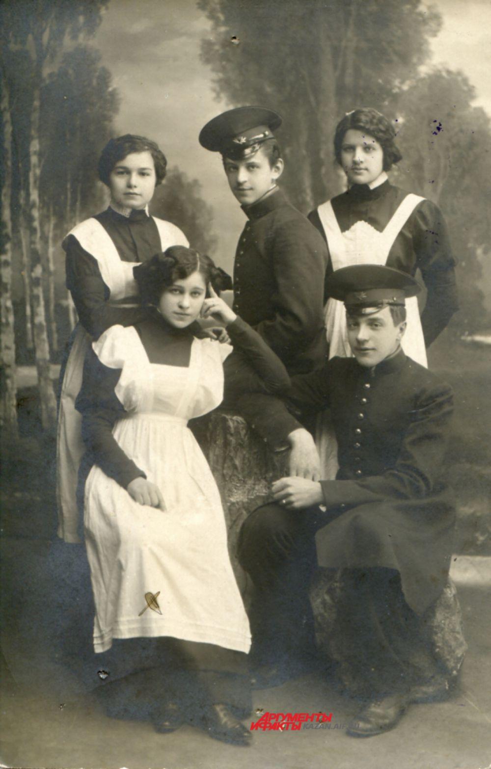 Выпускницы Елабужского епархиального училища
