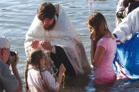 Около тысячи человек крестились 28 июля 2014 г., в день памяти Святого равноапостольного князя Владимира на Свияге