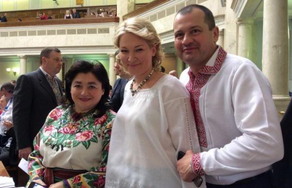 Депутаты в вышиванках