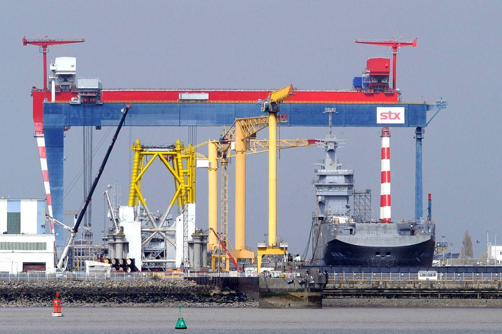 Как сообщается, Франция пытается вернуть России меньше 890 миллионов евро в качестве компенсации за «Мистрали», однако потери для французской стороны могут увеличиться еще как минимум на 300 миллионов евро с учетом стоянки и обслуживания двух готовых кораблей.