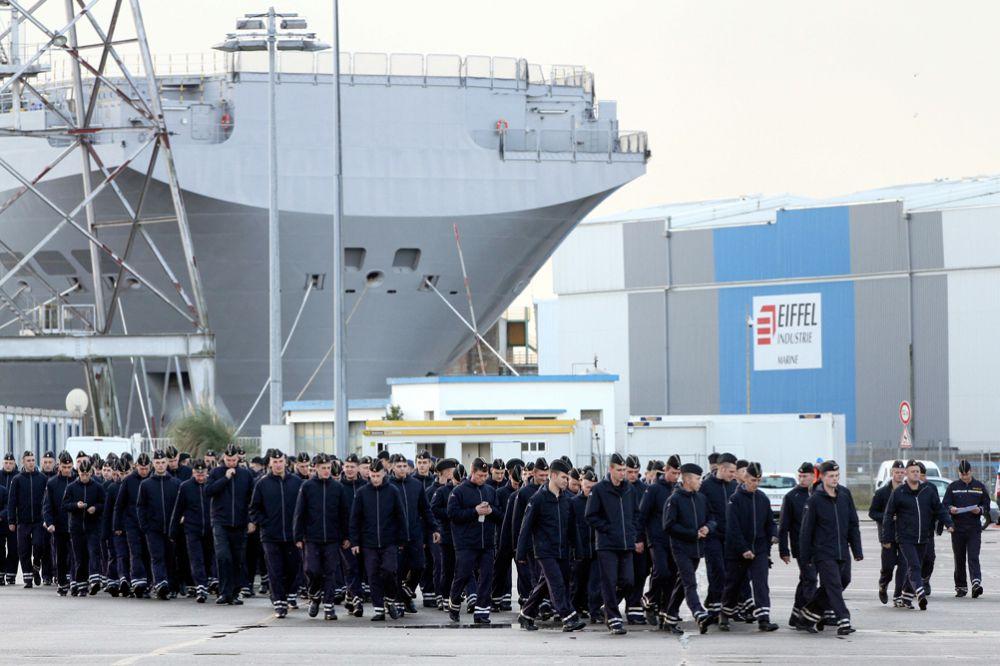 72 процента опрошенных уверены, что от этих политических игр в долгосрочной перспективе потери понесёт не только кораблестроение, но и вся французская «оборонка».