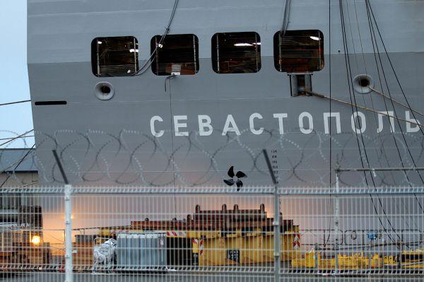 Президент Франции Франсуа Олланд объявил о том, что передача «Мистралей» будет отложена на неопределённый срок до разрешения конфликта на Украине.