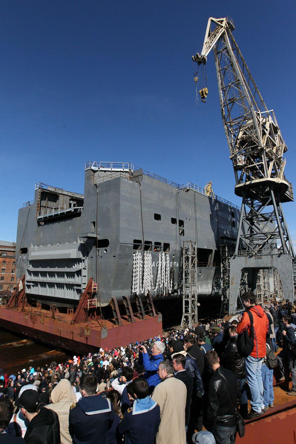 Мариани заявил, что «Миллиард евро для Европы – это немного. И при этом в ЕС жалуются на то, что не располагают вооруженными силами и кораблями».