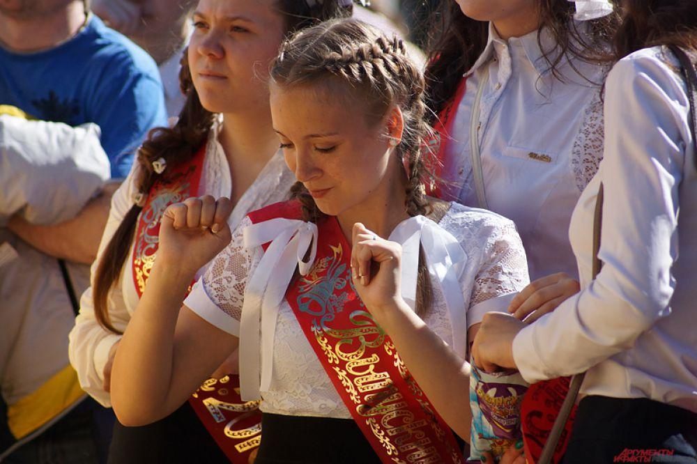 На «Последних звонках» традиционно состоялись праздничные линейки, концерты, награждения и классные часы