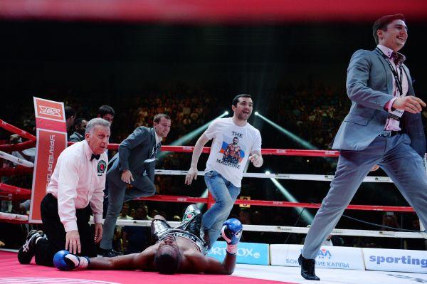 Рахим Чахкиев отправил в нокаут американского претендента на титул