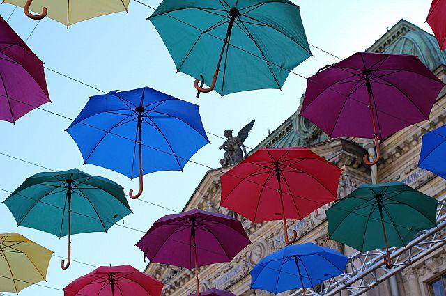 Питерская аллея зонтиков очень бы пригодилась и Владивостоку.