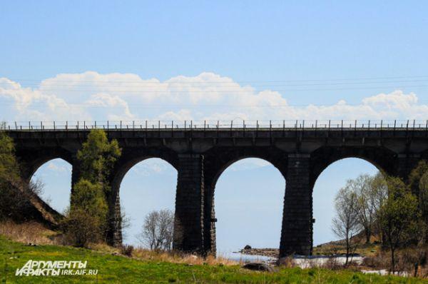 Мост на Кругобайкальской железной дороге.