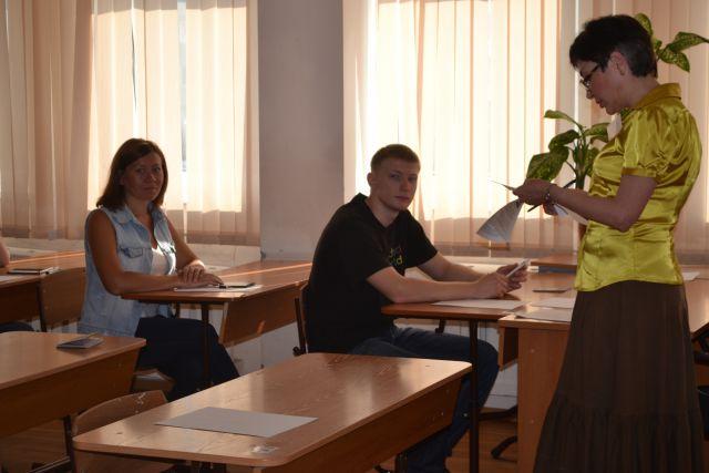 Первыми предметами для экзаменов стали география и литература.