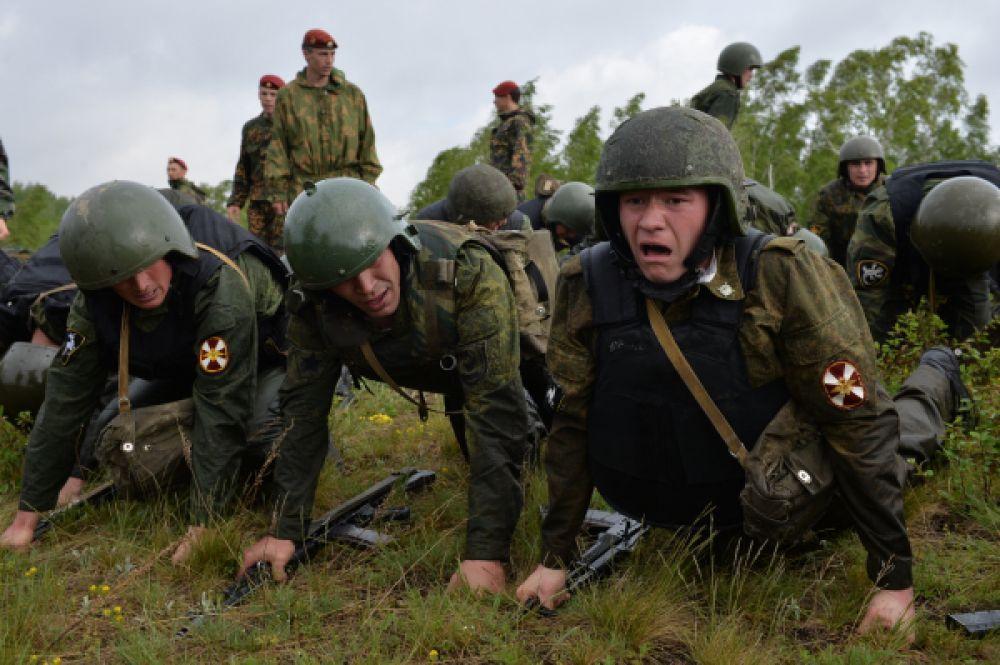 Тех, кто дошел до финиша, официально причисляют к элите спецназа. В этом году к испытаниям были допущены 76 бойцов, и 39 из них получили краповые береты.