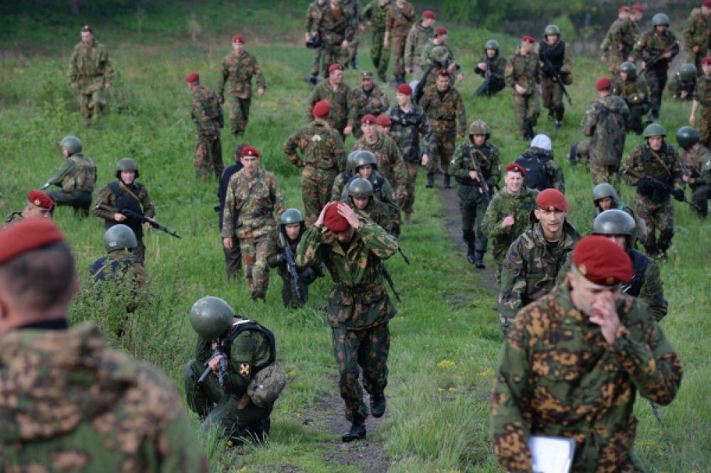 По традиции, так называемые «краповики», носят береты с наклоном в левую сторону — в отличие от военнослужащих ВДВ и морской пехоты, которые свои головные уборы носят с наклоном на правую сторону.