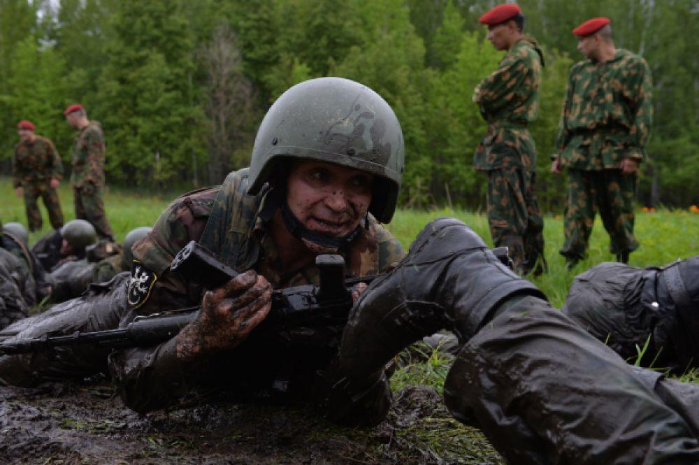 Берет - предмет исключительной гордости спецназовца. Он не дает дополнительных льгот и даже прибавки к окладу, но ежегодно сотни военнослужащих специальных, разведывательных подразделений пытаются добиться права носить его.