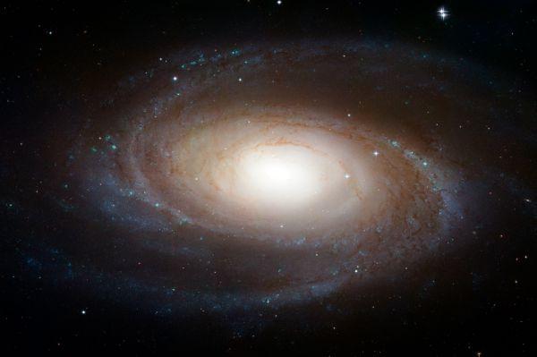 Галактика Боде (Messier 81) – спиральная галактика в созвездии Большая Медведица. Благодаря своей близости к Земле, своему большому размеру и активному галактическому ядру (которое может быть супермассивной чёрной дырой), Messier 81 достаточно часто появляется в профессиональных астрономических исследованиях. Большой абсолютный и видимый размеры делают её популярной для астрономов-любителей. Messier 81 была впервые обнаружена Иоганном Боде в 1774 году, а в 1779 Пьер Мешен и Шарль Мессье переоткрыли ее.