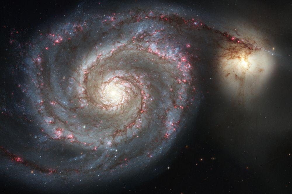 M 51 (Галактика Водоворот) — галактика в созвездии Гончие Псы, которая находится на расстоянии 23 млн световых лет от Земли. Ее диаметр составляет около 100 тысяч световых лет. Галактика состоит из большой спиральной галактики NGC 5194, на конце одного из рукавов которой находится галактика-компаньон NGC 5195. M 51  была обнаружена Шарлем Мессье 13 октября 1773 года.В M 51  было зарегистрировано три вспышки сверхновых звезд: SN 1994I, SN 2005cs и SN 2011dh.