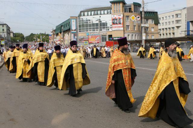 Ежегодно в Великорецкий крестный ход собираются тысячи паломников.