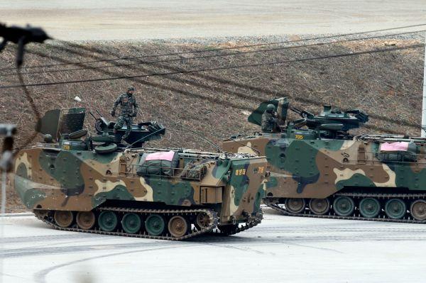 На вооружении КНДР стоит 200 советских БМП-1, 32 БТР80А, не менее 1000 БТР-60 (вряд ли на ходу), 350 совершенно антикварных БТР-40. Но основным транспортом северокорейской пехоты являются собственные машины: VTT-323 - создан на основе китайского транспортера YW531 Перевозит 10 пехотинцев в полной выкладке, так же на них устанавливают 82-мм минометы и используют в качестве передвежных минометных батарей, в составе мотризованного батальона.