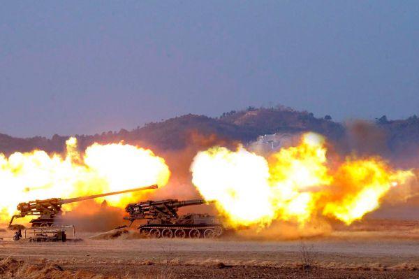САУ М-1978 «Коксан» создана на шасси Т-55. Калибр – 170 мм. Дальность стрельбы – 40-60 км. Скорострельность 1-2 выстрела/5 минут. Скорость по шоссе 40 км/ч. Запас хода 300 км. В качестве подвозчика боеприпасов применяется машина М1989, на том же шасси.