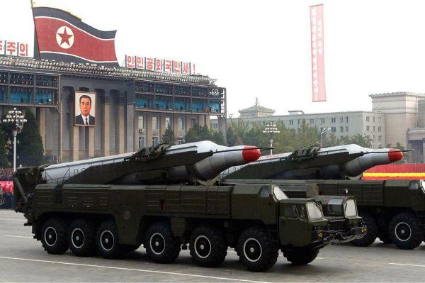 Основной ракетой Северной Кореи можно назвать «Нодон-Б», которая была разработана на основе советского прототипа — одноступенчатой баллистической ракеты подводных лодок Р-27, принятой на вооружение ВМФ СССР в 1968 г. Дальность стрельбы «Нодон-Б» (оцениваемая в 2750—4000 км) превосходит таковую у Р-27 (2500 км), что было достигнуто увеличением длины и диаметра корпуса – это дало возможность применить на ракете более вместительные баки горючего и окислителя, хотя и ухудшило ее летные характеристики.