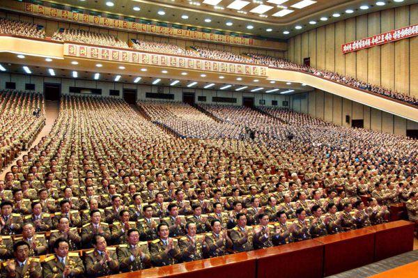Безусловно, главной силой армии КНДР является численность личного состава. В процентном соотношении, армия Северной Кореи является самой большой в мире. При населении КНДР в 24.5 млн человек, вооруженные силы страны насчитывают 1.1 миллион человек (4.5% процента населения). Армия КНДР комплектуется по призыву, срок службы 5-10 лет.