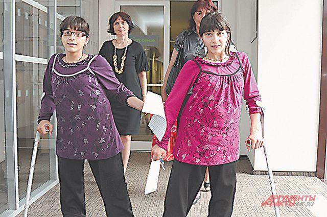 Сиамские близнецы Резахановы. У девочек новая жизнь.