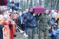 Найденные останки солдат перезахороняют.