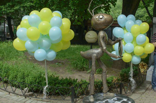 Скульптура муравья в Киеве