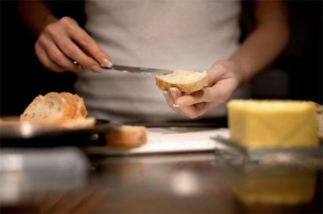 Дешевое сливочное масло вряд ли окажется безопасным и полезным для здоровья.