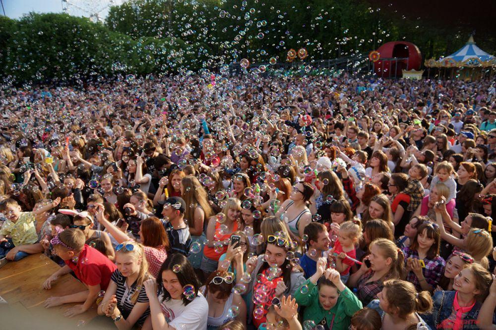 «День мыльных пузырей» состоялся в парке Горького в среду, 27 мая.