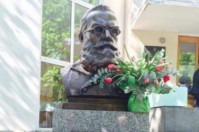 В центре Екатеринбурга установили памятник швейцарскому краеведу Клеру