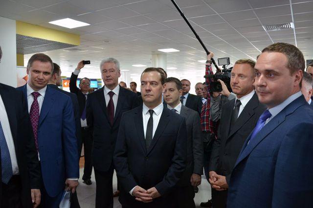 Дмитрий Медведев на стенде «Русского Технического Общества».