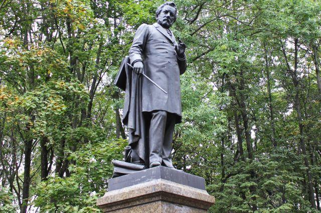 Памятник Глинке в Смоленске.