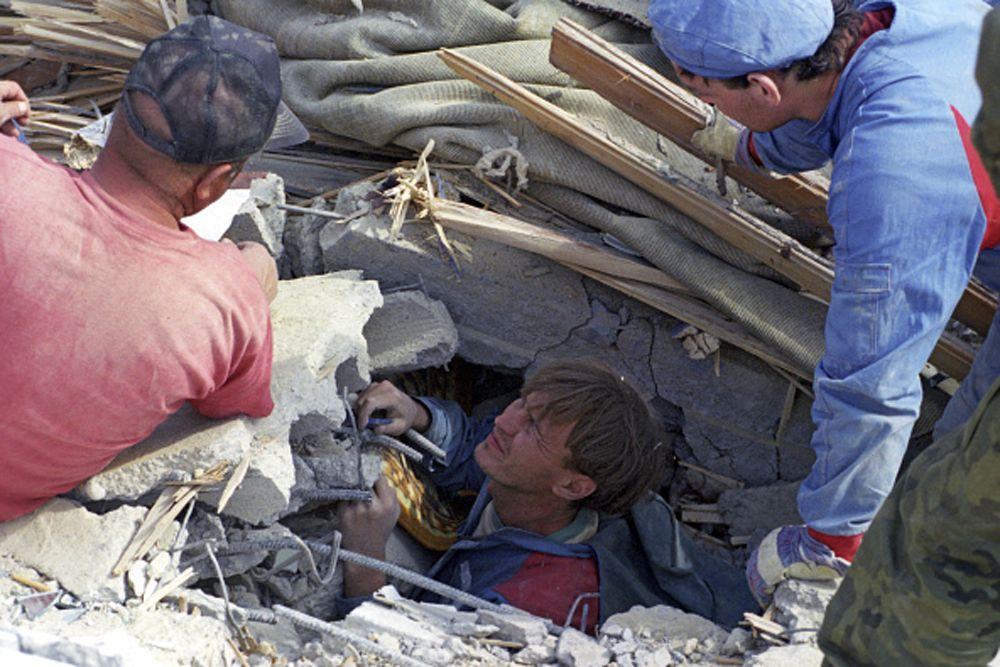 Более 100 иностранных государств направили в зону бедствия 293 тонны гуманитарной помощи, 4 аппарата искусственной почки, оказали финансовую помощь в размере почти 60 млрд рублей ($12,8 млн).