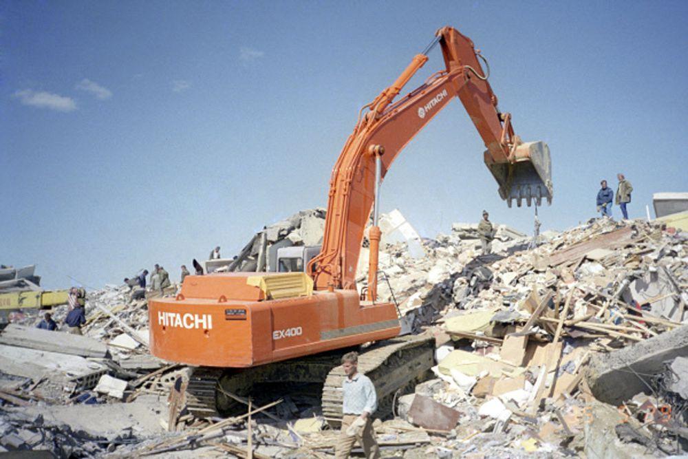 В ходе поисково-спасательной операции, продолжавшейся до 10 июня, из-под завалов были извлечены 2364 человека, из них живыми - 406 человек.
