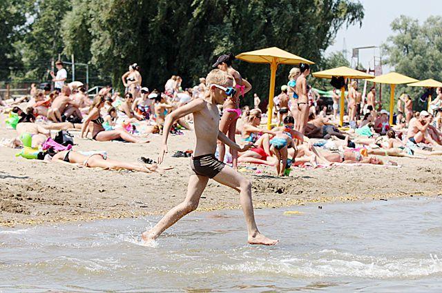 Пляжный сезон скорее откроется только к концу июня.