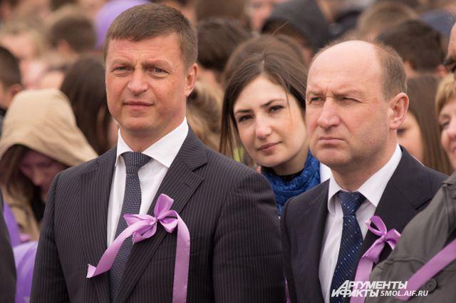 Сити-менеджер Смоленска Николай Алашеев (слева) и мэр города Евгений Павлов на акции