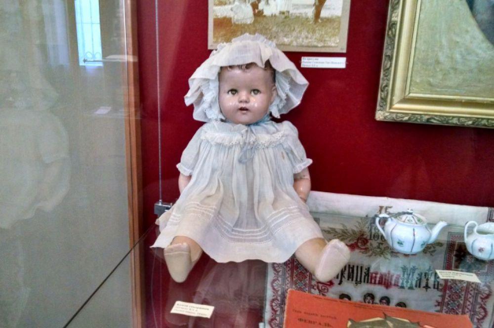 Вековая говорящая кукла. В наш город её привезли из Америки.