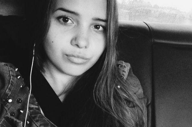 Убитая школьница Елена Патрушева.